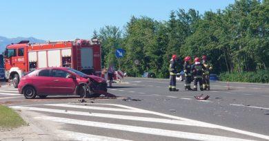 Zderzenie dwóch samochodów osobowych na zakopiance