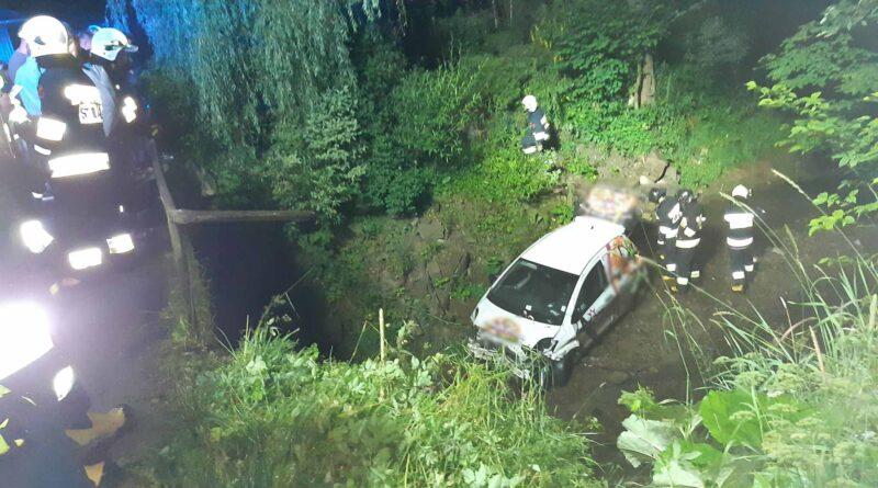 Auto w potoku