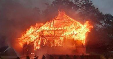 Duży pożar zabudowań gospodarczych