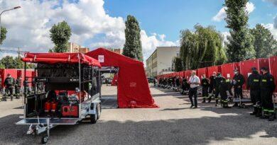 Przekazanie małopolskim strażakom ochotnikom 50 specjalnych namiotów