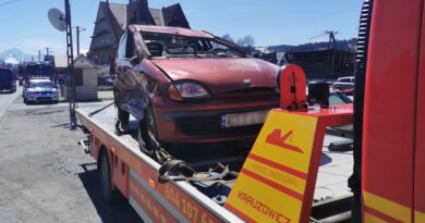 Jedna osoba poszkodowana w zderzeniu dwóch samochodów (zdjęcia)