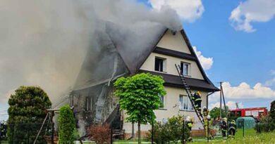 Pożar domu i zabudowań gospodarczych (zdjęcia)