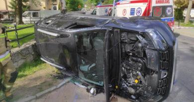 Groźne zderzenie samochodów – cztery osoby w szpitalu (zdjęcia)
