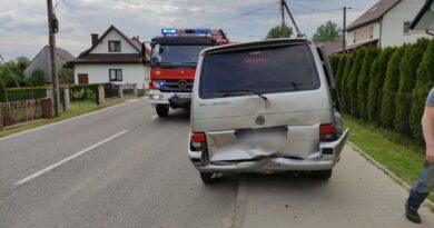 BMW najechało na tył VW Transportera (zdjęcia)