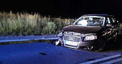Nocne zderzenie samochodów osobowych (zdjęcia)
