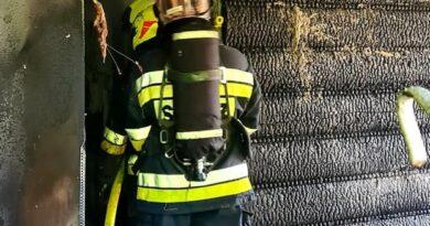 Groźny pożar budynku mieszkalnego (zdjęcia)