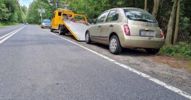 Służby odholowują kolejne samochody  z drogi w rejonie Łysej Polany (zdjęcia)