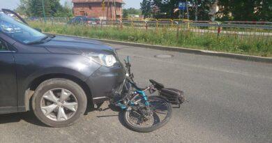 Rowerzystka potrącona przez samochód zabrana do szpitala